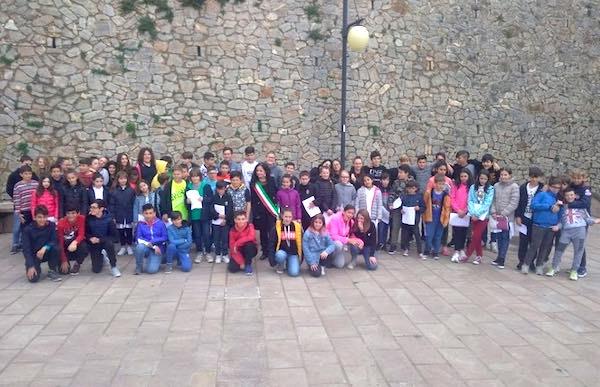 """Flashmob per i 200 anni de """"L'Infinito"""" di Giacomo Leopardi"""