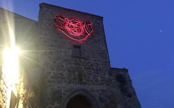 L'arte di Grimanesa Amoròs illumina la porta d'ingresso di Civita