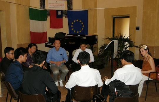 Castel Viscardo incontra Hong Kong: musica (e altro) al confine tra Oriente e Occidente