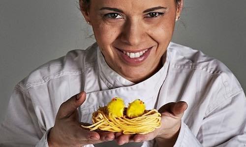 """A novembre """"In cucina con Iside"""", a lezione di cucito con Emiliana"""