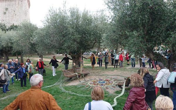 """Land Art, ampia partecipazione al primo esperimento di """"arte partecipativa"""""""