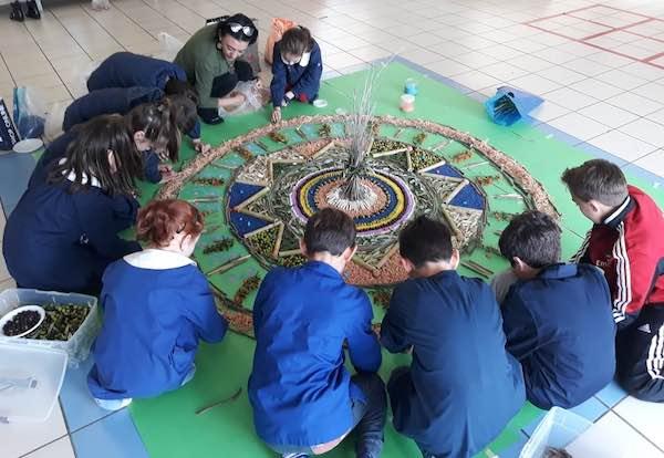 """""""Giardiniamo"""" nelle scuole. Due installazioni permanenti di Land Art"""