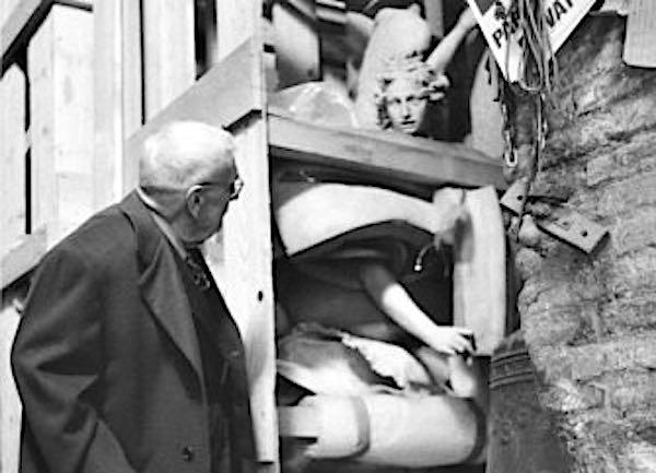 """Statue in Duomo, foto nei Sotterranei. Va in mostra """"La Storia Ricomposta"""""""