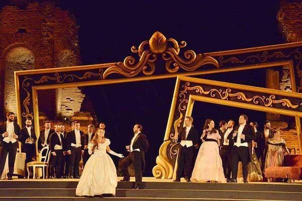"""""""La Traviata"""" di Verdi cala il sipario sulla Stagione Operistica"""
