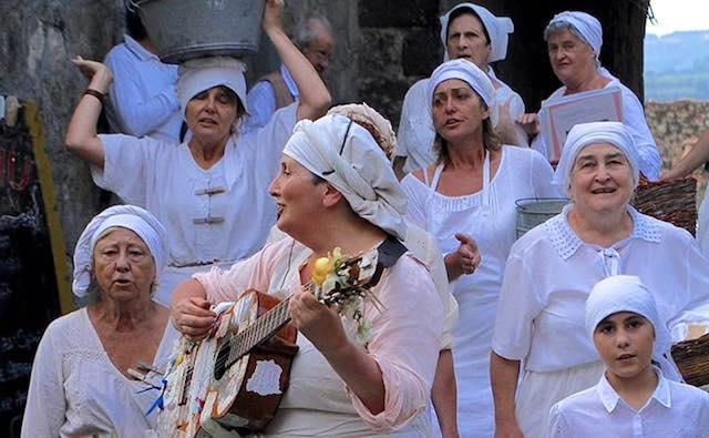 """""""Lavandaia Day"""" in compagnia della Compagnia delle Lavandaie della Tuscia"""