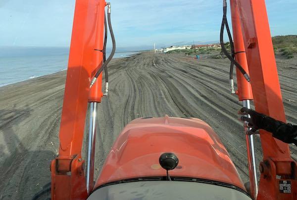 In corso la pulizia delle spiagge di Montalto di Castro e Pescia Romana