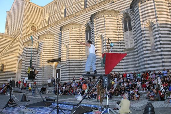"""""""Le Vie della Fantasia"""". Il ritorno degli artisti di strada non delude le attese"""