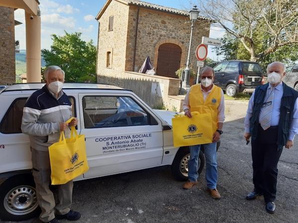 """Il Lions Club dona 380 chili di generi alimentari al """"San Domenico Savio"""" di Monterubiaglio"""