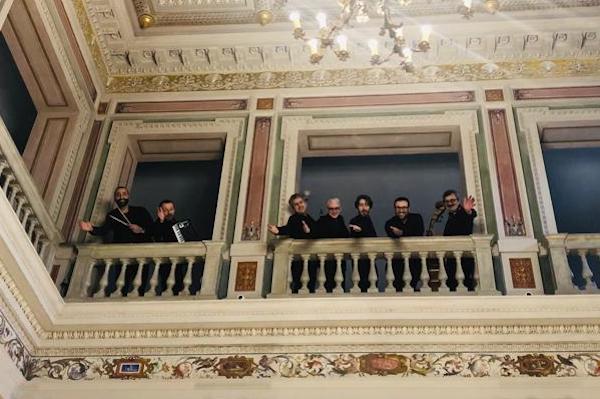 Notte delle Luci a Civita con la musica della LittleBrownJug-Band
