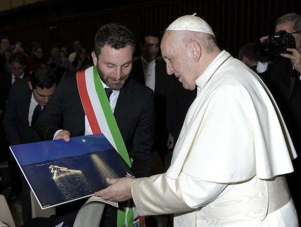 L'Albero sull'Acqua più grande del mondo arriva da Papa Francesco
