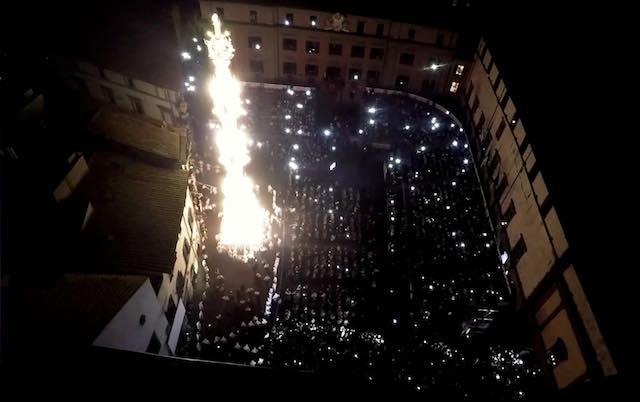 Videomapping a Piazza San Lorenzo e fasci di luce verso il cielo a San Sisto e Santa Rosa