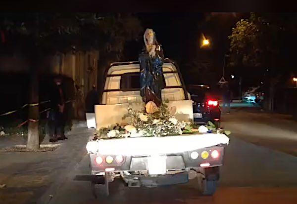 La statua della Madonna Addolorata attraversa ugualmente le vie di Allerona Scalo