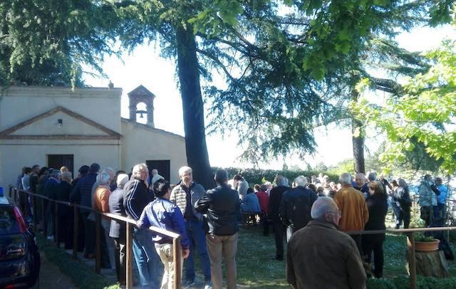 I fedeli riabbracciano la Madonnuccia di Pianpistolla