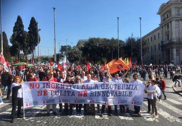 In 100.000 in piazza, folta rappresentanza contro la geotermia elettrica speculativa e inquinante
