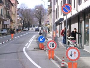 Il marciapiede - parcheggio di Viale I Maggio sotto la lente del PdL orvietano