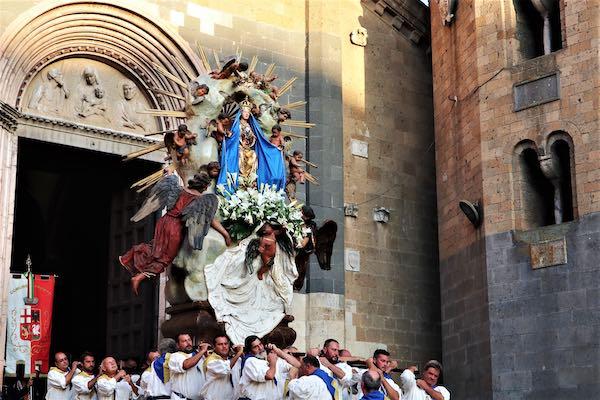Festa di Maria Assunta, messa sul sagrato di Sant'Andrea