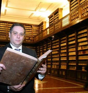Arrestato De Caro, ex consigliere comunale, direttore della biblioteca dei Girolamini di Napoli