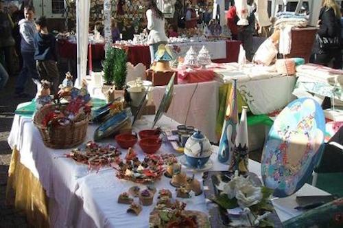 Oggettistica e degustazione di prodotti tipici al Mercatino di Natale
