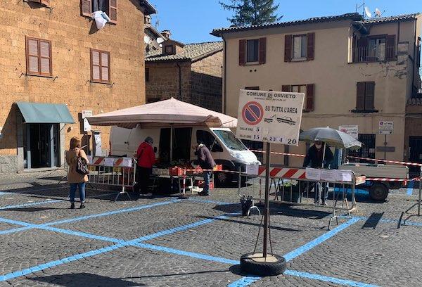 """FdI: """"Garantire il ripristino del mercato in Piazza del Popolo"""""""