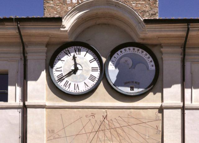 Meridiane e orologi dell'Umbria in un libro, strumenti astronomici al Museo Archeologico