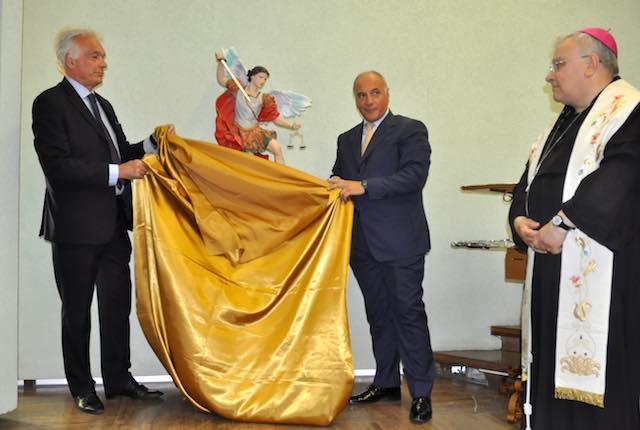 La Questura di Terni dona la statua di San Michele Arcangelo al Santa Maria