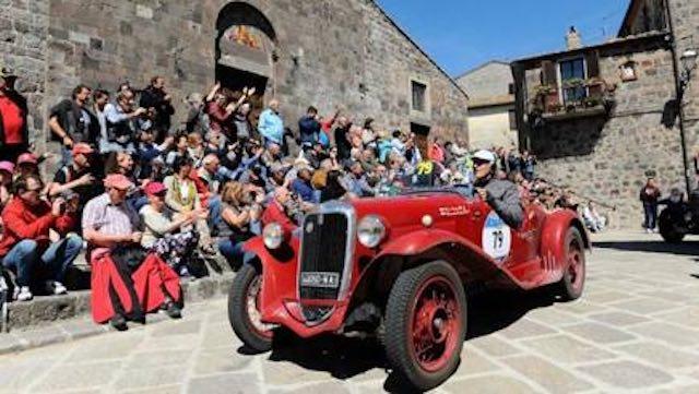 Mille Miglia 2017. La rievocazione storica di auto d'epoca fa tappa a Todi