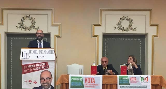 Sicurezza e legalità, il Ministro dell'Interno Minniti a Todi all'incontro del Pd