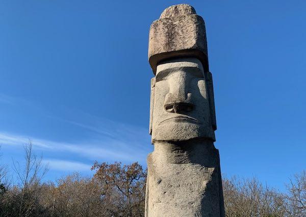 Moai sul mensile del TCI. Nel gigante in peperino batte un cuore cileno