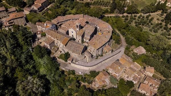 """Filippo Orsini presenta """"Il Castello di Doglio. Architettura, famiglie, chiese e territorio"""""""