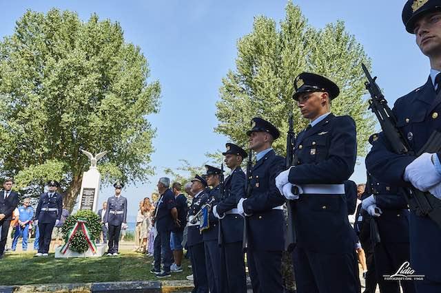 Inaugurato il Monumento agli Aviatori. Frecce Tricolori pronte al decollo