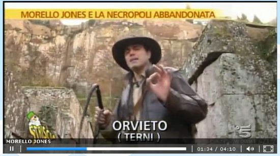 """Morello """"Jones"""" e Striscia la Notizia fanno visita alla Necropoli del Crocifisso del Tufo. Abbandonata? Non ci sembra"""
