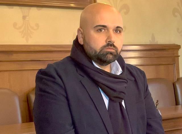 Si dimette l'assessore Moscoloni, il sindaco riprende su di sé le deleghe scoperte