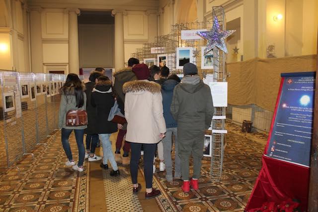 Affluenza record alla Mostra fotografica dedicata ai giovani, organizzata dalla Croce Rossa. Prorogata fino al 16 gennaio.