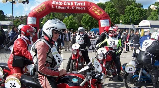 Motogiro d'Italia 2017, pit-stop della carovana a Viceno
