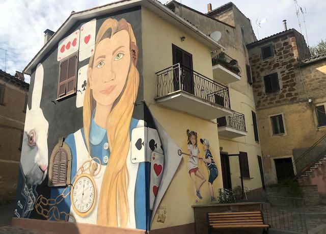 """Sant'Angelo di Roccalvecce, murales e installazioni per """"Il Paese delle Fiabe"""""""