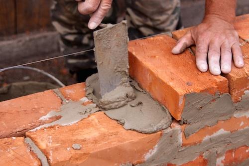 La Ceprini Costruzioni in cerca di due muratori per i cantieri in Italia