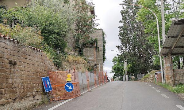 Al via il ripristino di tratti di muro dissestati. Importo dei lavori, 77.000 euro