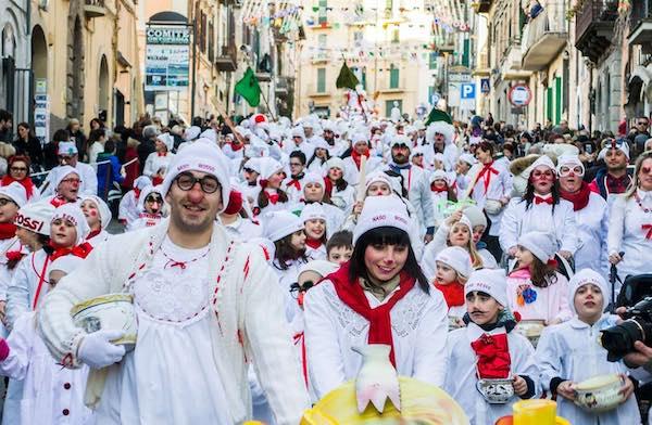 """Carnevale dei Nasi Rossi, al via la prima edizione """"plastic free"""""""