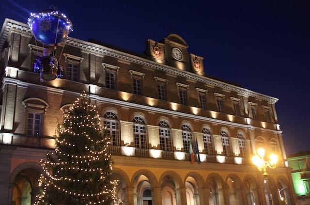 Natale all'insegna dell'ospitalità all'ombra dell'Albero in Piazza Fabrizio