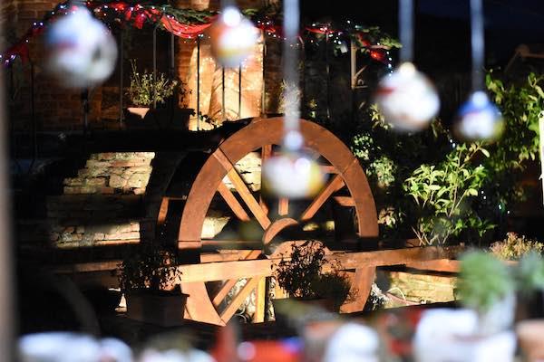 Calore e partecipazione agli eventi natalizi tra solidarietà e musica