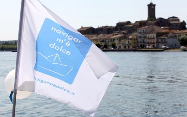 """""""Navigar m'è dolce"""" abbatte le barriere. In battello sul Lago di Bolsena"""