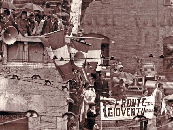"""I Neri in una provincia Rossa. Destre e neofascismo a Perugia dal dopoguerra agli anni '70"""