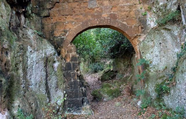Norchia a porte aperte, in 121 alla passeggiata archeologica