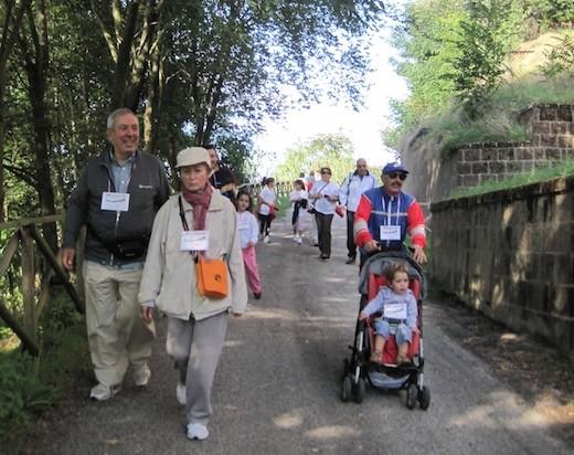 """La passeggiata della salute dà l'avvio alla domenica solidale di """"Fai volare la Speranza"""". Con Occ lungo l'anello della rupe"""