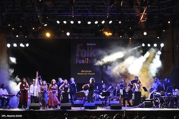 Al Mancinelli festa di fine stagione con l'orchestra giovanile di musica popolare diretta da Sparagna