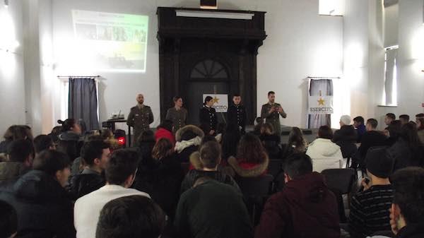 Infoteam della Scuola Sottufficiali dell'Esercito all'Istituto Farnese