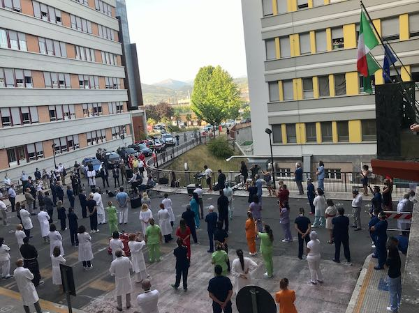 Terni ringrazia gli operatori sanitari impegnati nella lotta contro il Covid