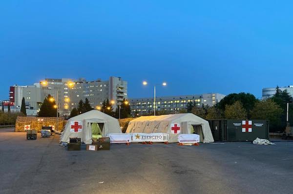 Covid-19, l'ospedale da campo è pronto ad ospitare i primi pazienti
