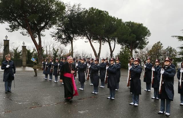 L'ordinario militare per l'Italia in visita alla Scuola Sottufficiali dell'Esercito