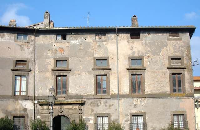 """Storia e segreti di Palazzo Franciosoni nel volume """"Anatomia di un palazzo"""""""